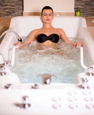 """ГИДРОМАССАЖ ВЫСОКОГО ДАВЛЕНИЯ  ОТ """"Aquaterra Wellness & Spa"""""""
